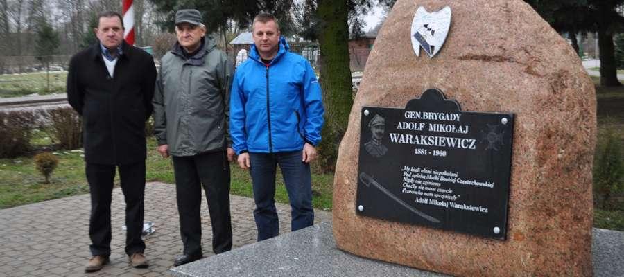 Przy pomniku generała Waraksiewicza w Mszanowie