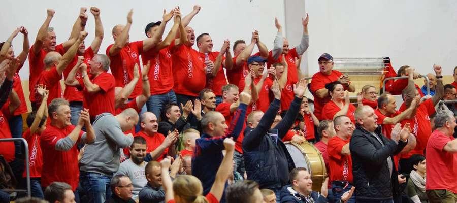 Działdowscy kibice dziękują tenisistom stołowym Dekorglassu za emocjonujący mecz