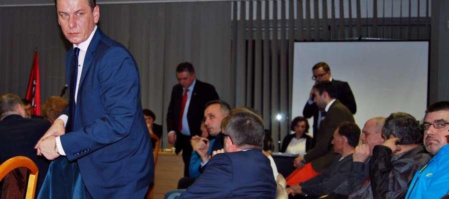Przy tej inwestycji może nie być zaraz ZDiM-u, bez tej inwestycji ZDiM sobie poradzi – stwierdzał w czwartek szef RM Krzysztof Tucholski. Innego zdania są burmistrz Andrzej Pietrasik i prezes Janusz Chłopik