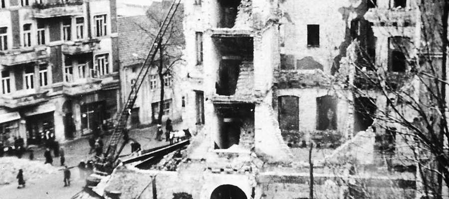Okrąglak przy zbiegu Piłsudskiego i Pieniężnego