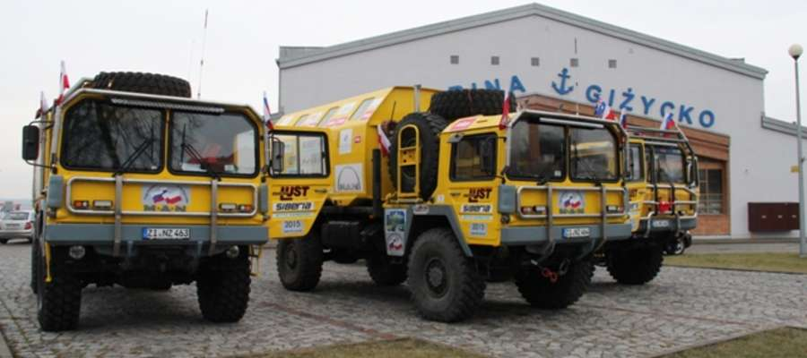 Samochody Siberia Arctic Expedition 2015 w giżyckiej Ekomarinie