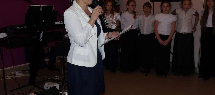 Gości przywitała sołtys Jadwiga Weinar