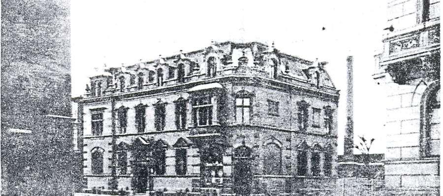 Dom i biuro firmy A. Siede, z lewej Brama Targowa, z prawej willa F. Schichau