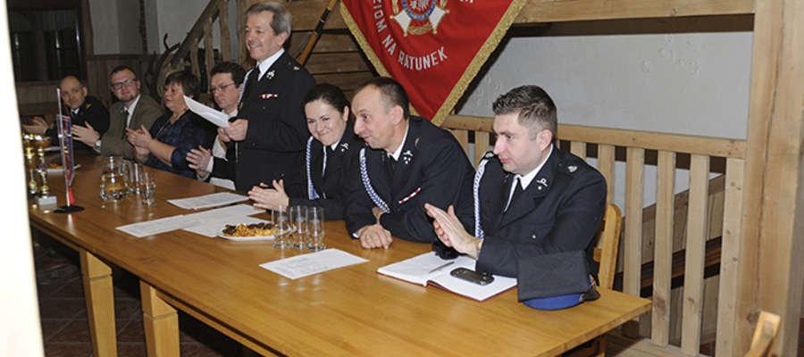 Prezes OSP Krutyń dh Waldemar Bzura przedstawił sprawozdanie z działalności jednostki w 2014 roku