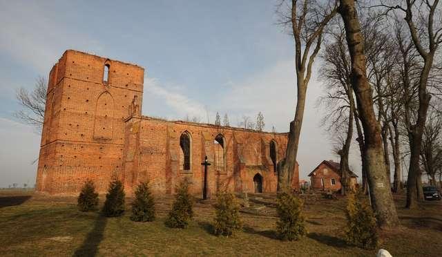 Ruiny kościoła w Fiszewie. Bliskie spotkanie z historią. Zdjęcia, film! - full image