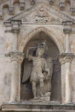 Figura Michała Archanioła. Bazylika w Monte Sant' Angelo