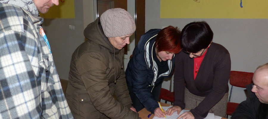 W wyniku głosowania sołtysem na kolejną kadencję 2015 – 2019 została wybrana pani Marzanna Kryłowicz (pierwsza z z lewej)