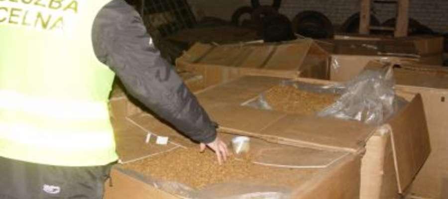 W pomieszczeniach gospodarczych w Wieluniu znaleziono ponad 2,5 tony nielegalnego tytoniu
