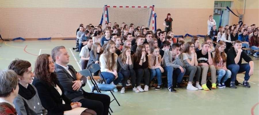 Widok szkolnej hali sportowej podczas wizyty niemieckich gości