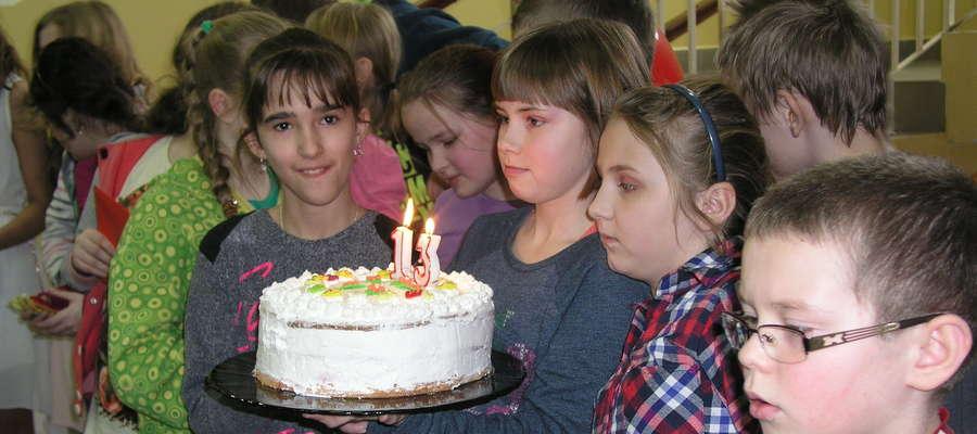 Tort urodzinowy Kurierka