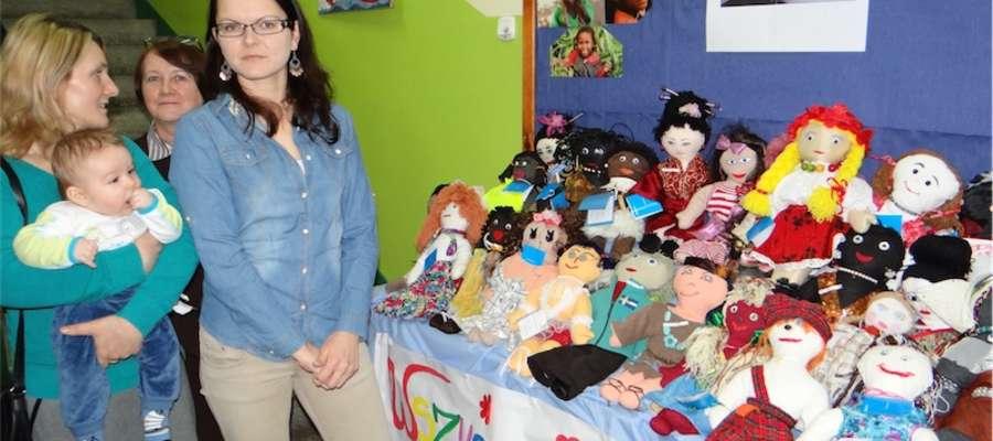 Wystawa lalek wykonanych w kurzętnickim przedszkolu