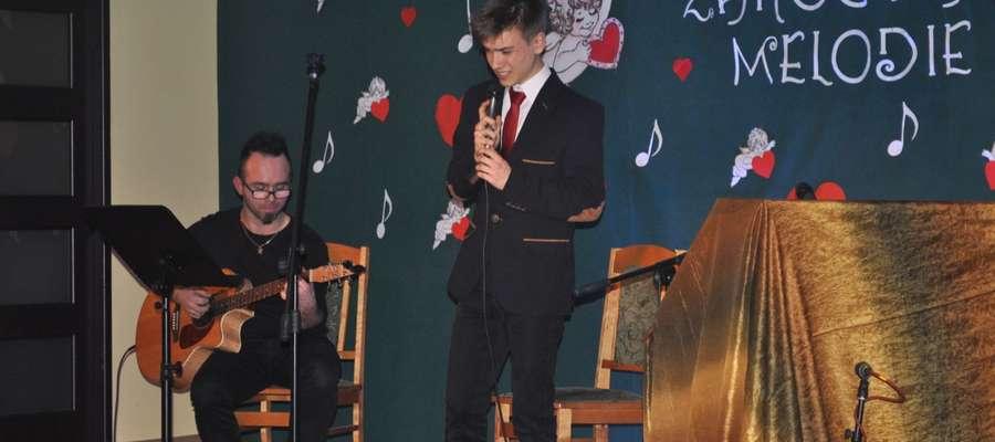 Maciej Gburczyk i Dominik Światkowski na scenie