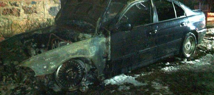 Wczoraj (14 lutego) w Piankach spłonęło auto
