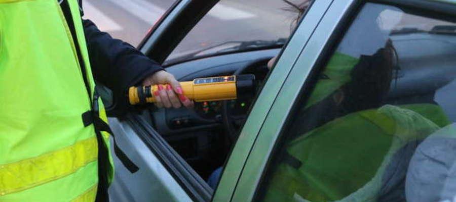 Pomimo licznych akcji oraz apeli funkcjonariuszy zagrożenie stwarzają pijany na drogach. W ciągu minionego tygodnia policjanci uniemożliwili dalszą jazdę 2 nieodpowiedzialnym kierowcom