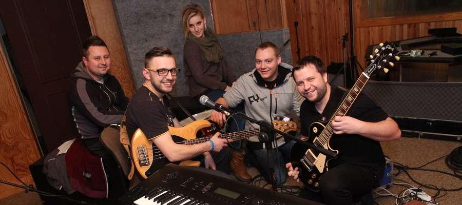 Laureat naszego przeglądu muzycznego zespól nomakeup z Lubawy w studiu nagraniowym