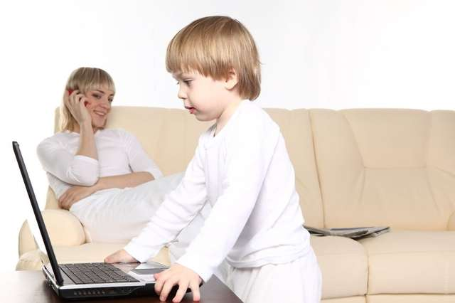 Dziecko w wirtualnym świecie - full image