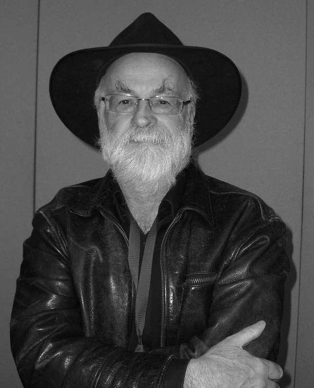 Terry Pratchett nie żyje. Autor Świata Dysku zmarł w wieku 66 lat - full image