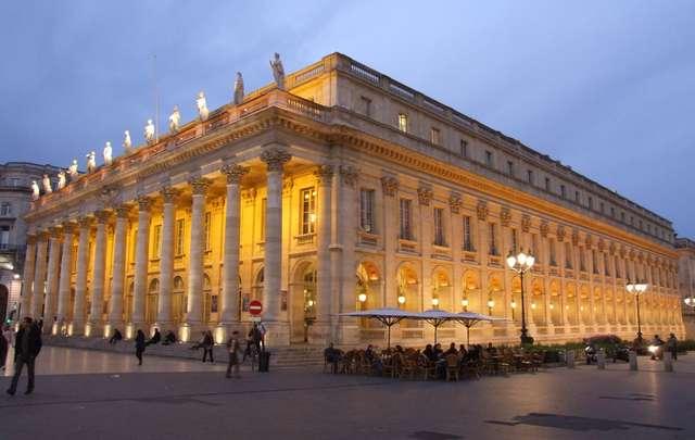 Gmach teatru i opery - full image