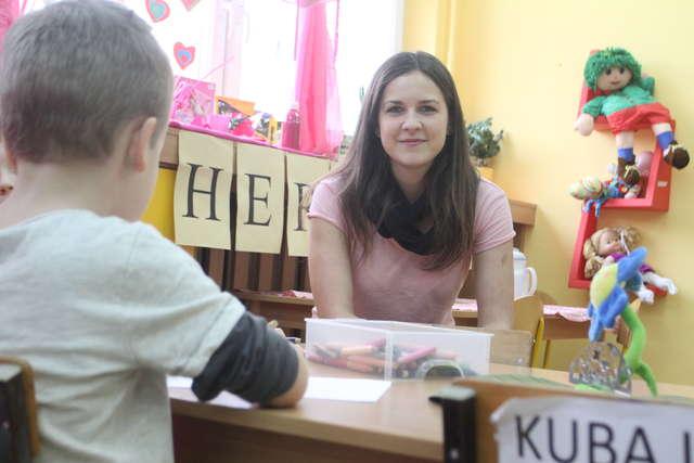 - Dzieci z trudem wytrzymują w spokoju 20 minut, to jak wytrzymają 45 minut lekcji? - pyta przedszkolanka Dorota Limontas.
