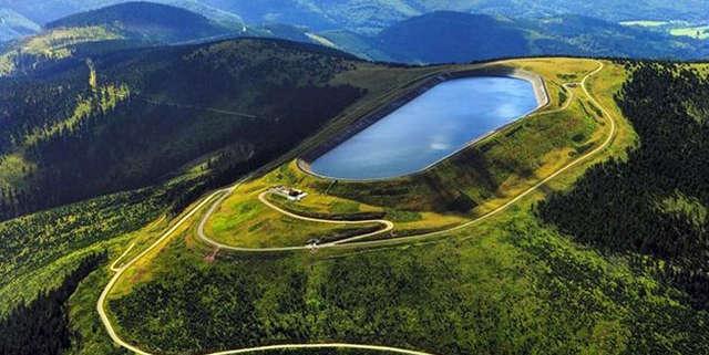 Elektrownia wodna na szczycie góry - jeden z siedmiu cudów Czech - full image