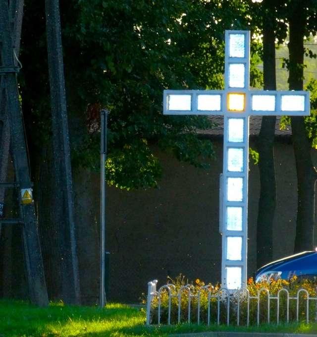 Skarlin: Krzyż wywiezionych parafian  - full image