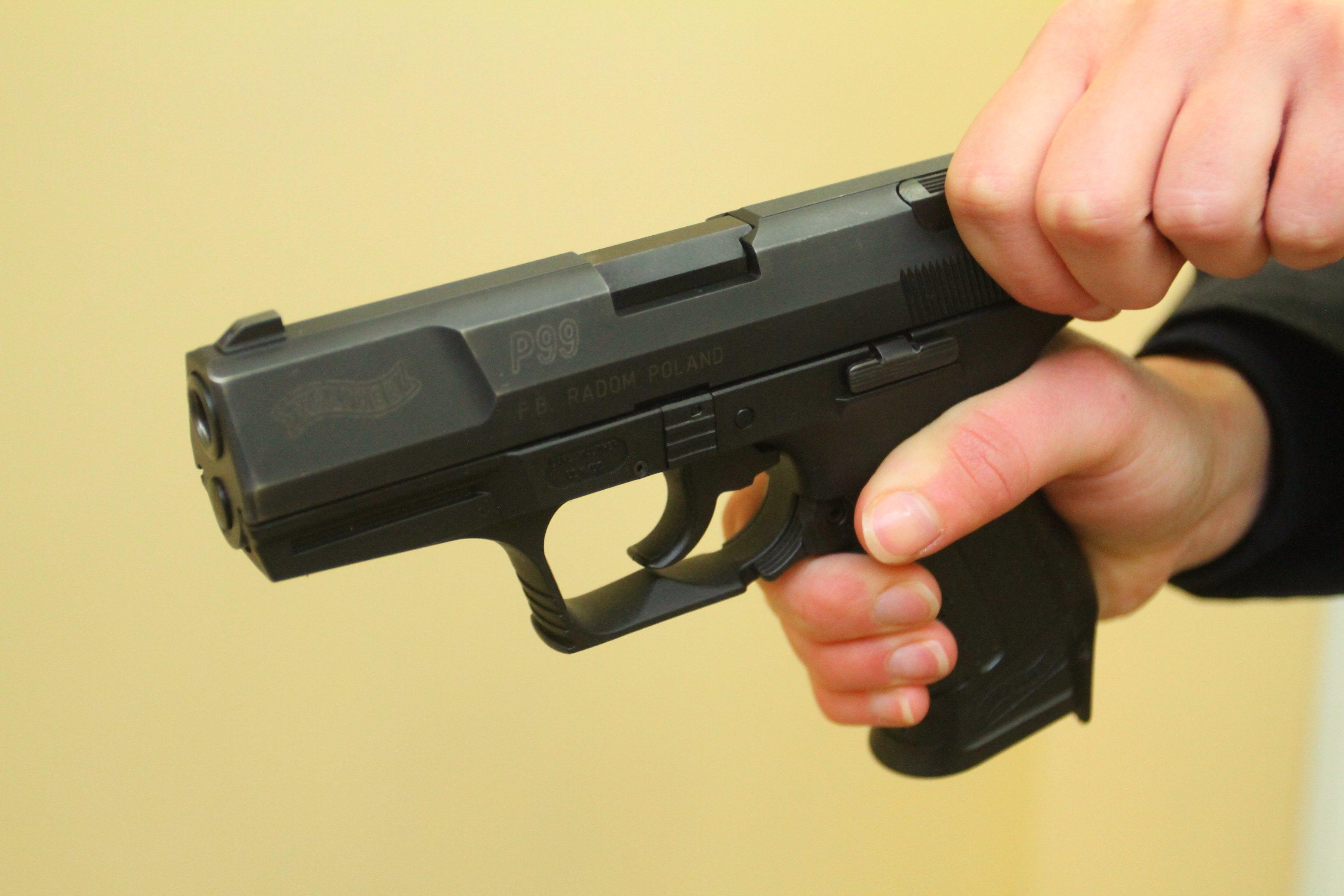 Полицейский застрелился прямо в участке в Бартошицах