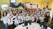 Młodzi Ukraińcy przywitali nas chlebem