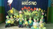 """""""Bajką o Ćwierćlandzie"""" najmłodsi uczniowie powitali wiosnę"""