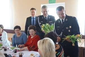 Dzień Kobiet w Jelonkach. Niespodziewanie goście z kwiatami i czekoladami