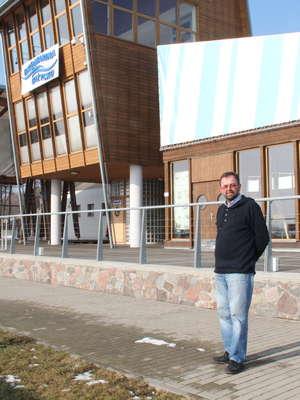 Dariusz Klimaszewski w porcie Ekomarina w Giżycku.
