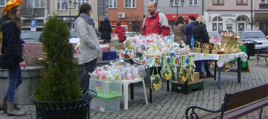 Wielkanocno-wiosenne ozdoby na lubawskim jarmarku