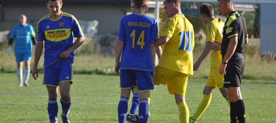 Marek Dudek (z lewej) zdobył jedną z bramek w ostatnim sparingu