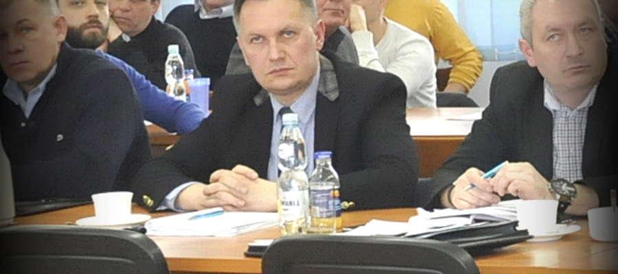 Radny Wiesław Dobies przedstawił radnym  opinię prawników na temat rozpatrywania anonimowych listów