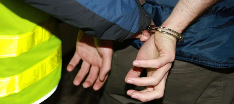 Pijany kierowca uciekający przed policją trafił do mławskiego aresztu