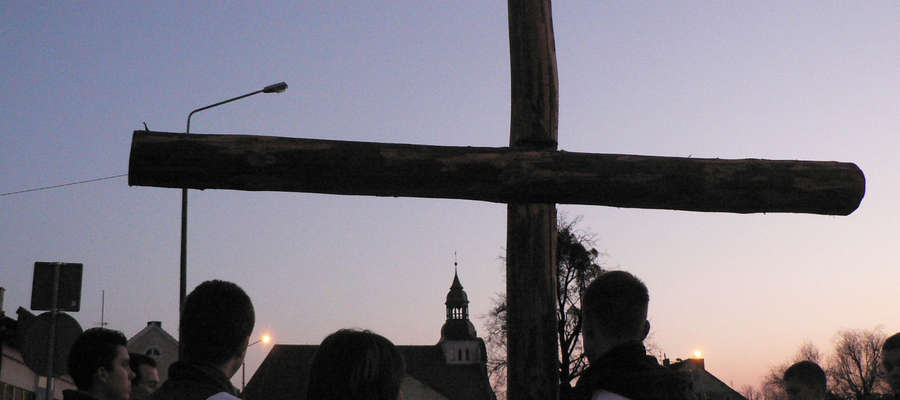 Droga Krzyżowa ulicami Bisztynka w 2007 roku.