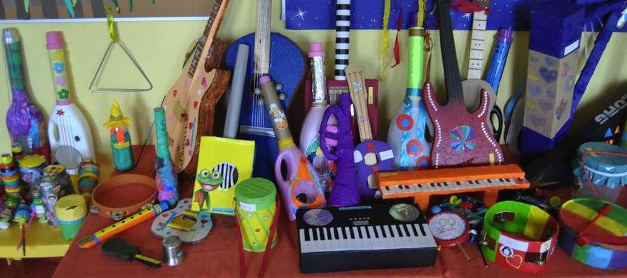 Wystawa instrumentów muzycznych wykonanych przez dzieci i rodziców