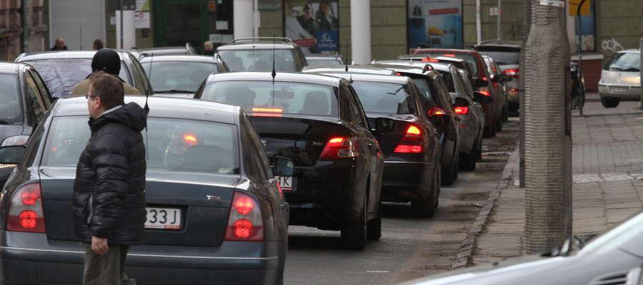 Pobicie sklepikarza przy ul. Mazurskiej w Olsztynie. Zaatakowały cztery osoby