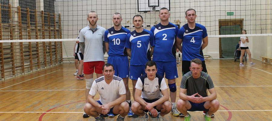 Team Cresovia Górowo Iławeckie przed półfinałowym meczem turnieju play off w Pieniężnie
