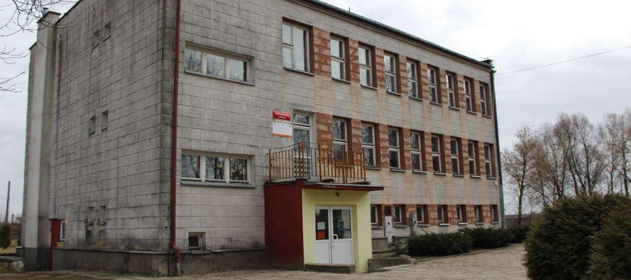 Zadbana i dobrze zarządzana szkoła w Bobrach została wytypowana do likwidacji