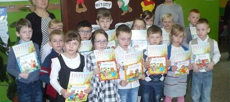 Pierwszaki z Zajączkowa są już czytelnikami biblioteki