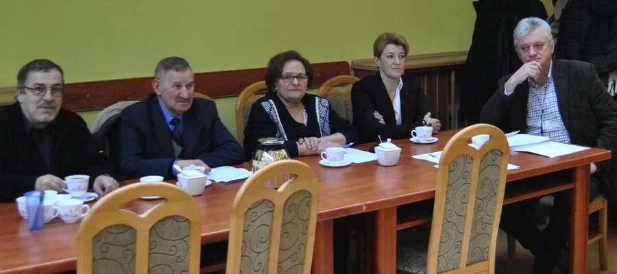 Gościem sesji w Suszu był prezes Zakładu Usług Komunalnych w Suszu Bolesław Niemkiewicz (na zdjęciu pierwszy z prawej)