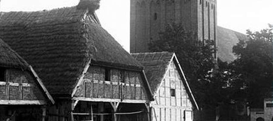 Archiwalne zdjęcie kościoła w Sątocznie (źródło: www.satoczno.pl)