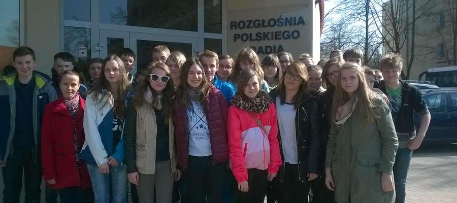 Głównym punktem wycieczki gimnazjalistów z Piecek była wizyta w studio Radia Olsztyn