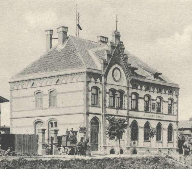 Budynek nowomiejskiej poczty w pierwszych latach XX wieku - full image