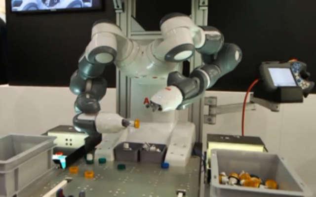 Precyzyjny robot zagrożeniem dla miejsc pracy? - full image