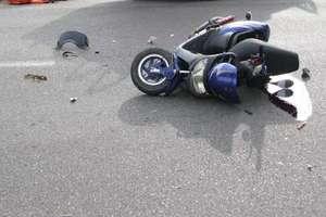 Motorowerzysta zderzył się z busem