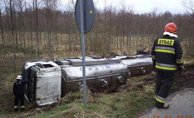 Ranny kierowca mleczarki trafił do szpitala
