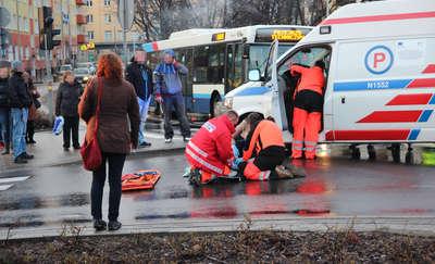 Podwójne potrącenie pieszych przy ul. Limanowskiego! Para trafiła do szpitala