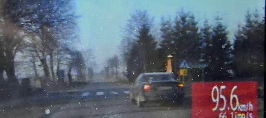 Policja zatrzymuje kierowcę opla vectry