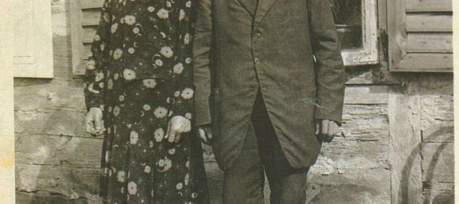 Na zdjęciu: Żuromińska rodzina w eleganckich strojach najprawdopodobniej pochodzących z Ameryki